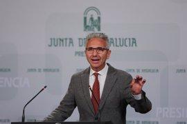 """Junta ve """"descabellada"""" una moción de censura en Andalucía y acusa a Podemos de """"echarse en brazos del PP-A"""""""