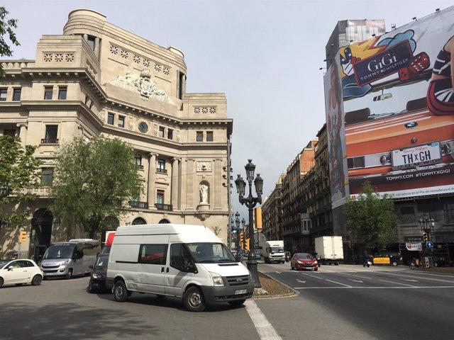 Semirotondas en la plaza Antonio Maura con Via Laietana