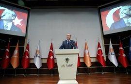 Erdogan regresa formalmente al AKP