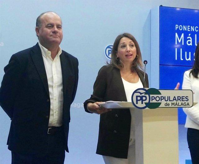 Patricia Navarro (PP-A) en con alcalde de Antequera, Manuel Barón.