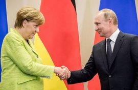 """Putin asegura que Rusia nunca interfiere en los procesos políticos de otros países: """"son rumores"""""""