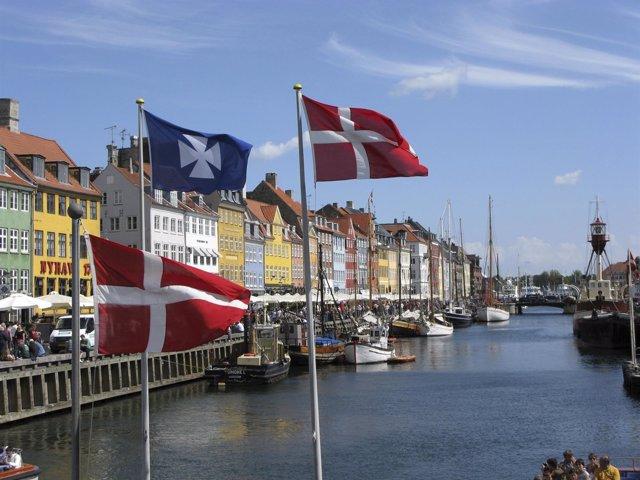 Bandera de Dinamarca en Copenhague