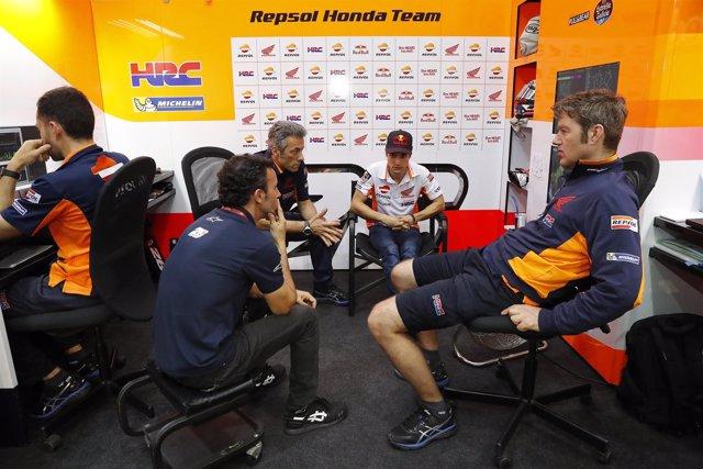 Dani Pedrosa con el equipo