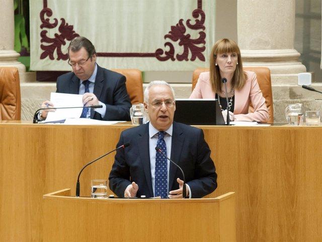 Ceniceros responde en el Parlamento a preguntas de la oposición