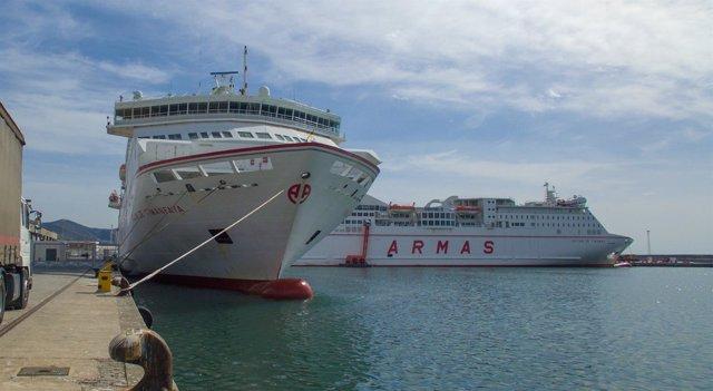 Barcos de Armas atracados en el Puerto de Motril