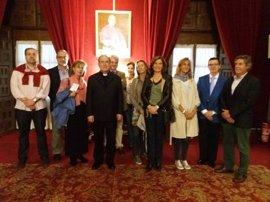 Asenjo recibe a alumnos de la Vniversitas Senioribus de CEU Andalucía en el Palacio Arzobispal de Sevilla