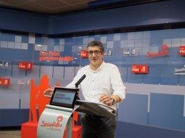 """Patxi López ve """"poco serio"""" que Podemos convoque una manifestación de apoyo a la moción de censura"""