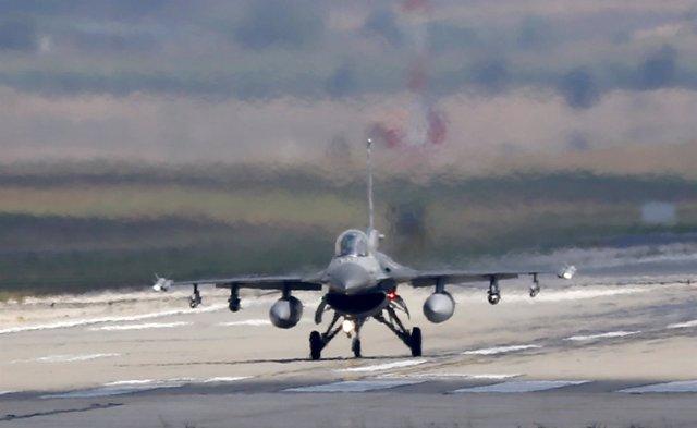 Caza de la Fuerza Aérea de Turquía en la base de Adana