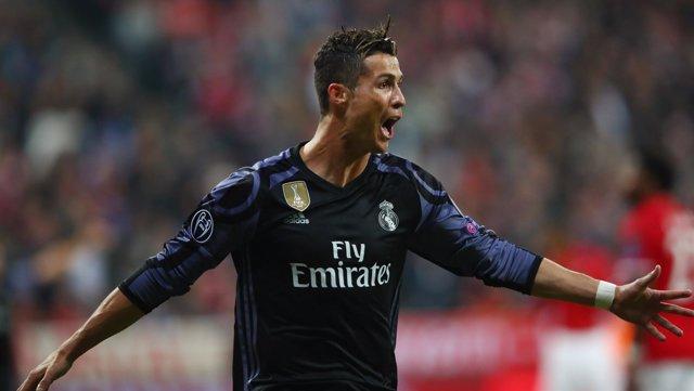Cristiano Ronaldo marca en Múnich