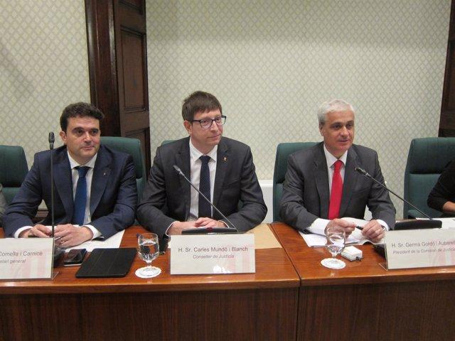 El conseller C.Mundó, el pte.De la Comisión G.Gordó y el sec.A.Comella