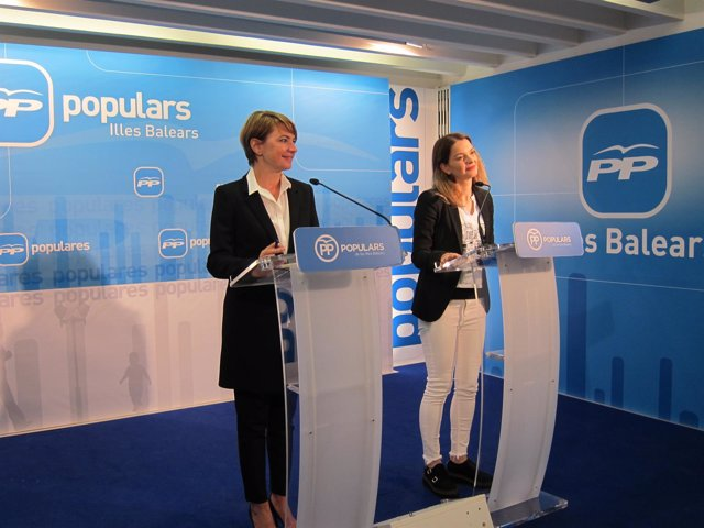 Margalida Durán y Margalida Prohens en la sede del PP