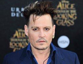 Johnny Depp gasta miles de dólares para evitar memorizar el guión de sus películas