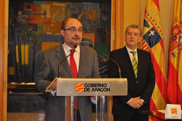 El presidente aragonés, Javier Lambán, y el titular de Sanidad, Sebastián Celaya