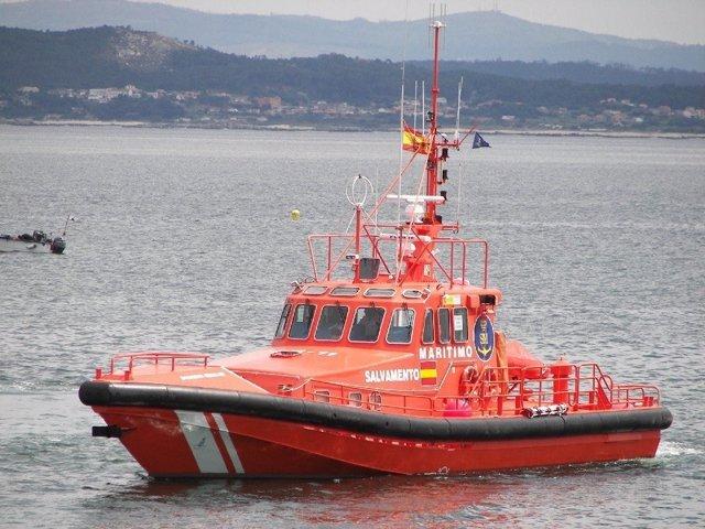 Salvamento Marítimo participa en el rescate de un bañista en Muros (A Coruña).