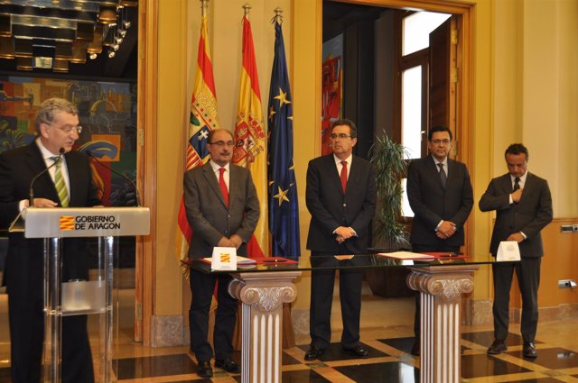 Acto de firma del protocolo de la DGA y la Fundación Amancio Ortega.