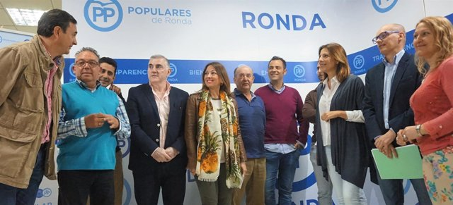 Patricia Navarro con otros dirigentes del PP en Ronda