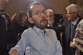 Echenique reta a Javier Fernández a consultar a los militantes del PSOE si apoyan la moción contra Rajoy
