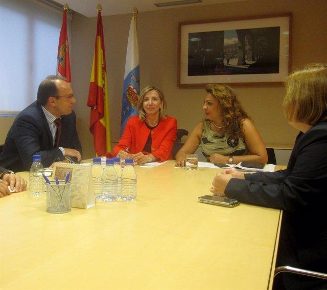 Alicia García junta a la consejera canaria Cristina Valido.