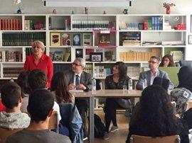Alumnos de institutos de Palma debaten sobre el futuro de la UE con Drake