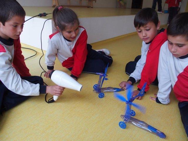 Alumnos participan en una actividad de Endesa