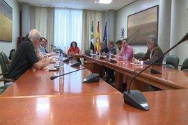 """El PSOE pide planificar las obras del tren, mientras que el PP valora una """"voluntad política"""" que Podemos echa en falta"""