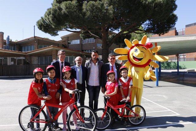 Javier Guillén en un acto de Aulas Ciclistas de Cofidis