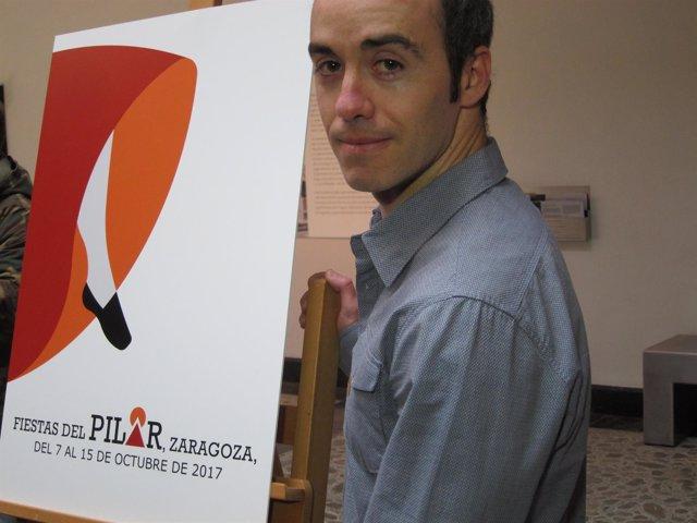 Javier Martín Con Su Cartel Ganador De Las Fiestas Del Pilar 2017