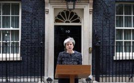 """May denuncia que """"algunos en Bruselas"""" no quieren que la negociación del Brexit salga bien"""
