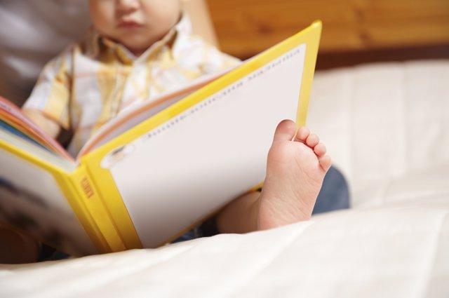 Según los españoles, enseñar a leer corresponde a la escuela