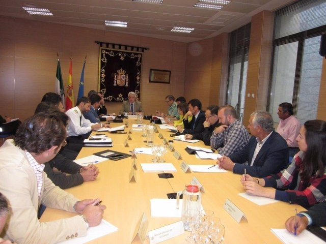 Subdelegación del Gobierno perfila el plan de seguridad para el Rocío 2017