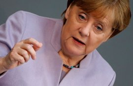 Merkel ofrece su apoyo a la ministra de Defensa, inmersa en una polémica con el Ejército