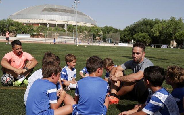 Dani Carvajal, jugador del Real Madrid, en su campus de verano