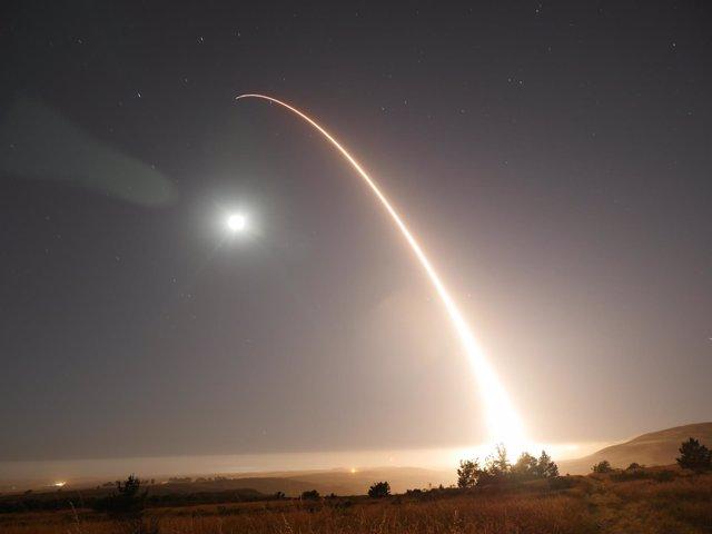 Lanzamiento de un misil balístico intercontinental en EEUU
