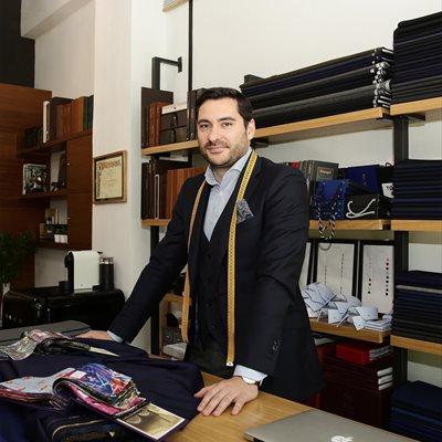 Foto: Los errores más comunes que debemos evitar a la hora de elegir un traje (BENJAMÍN SIMÓN EN TOQUE DE SASTRE/ JOSEFINA BLANCO)