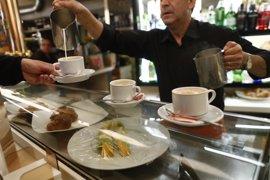 Andalucía lidera el descenso del paro en abril con 33.984 desempleados menos