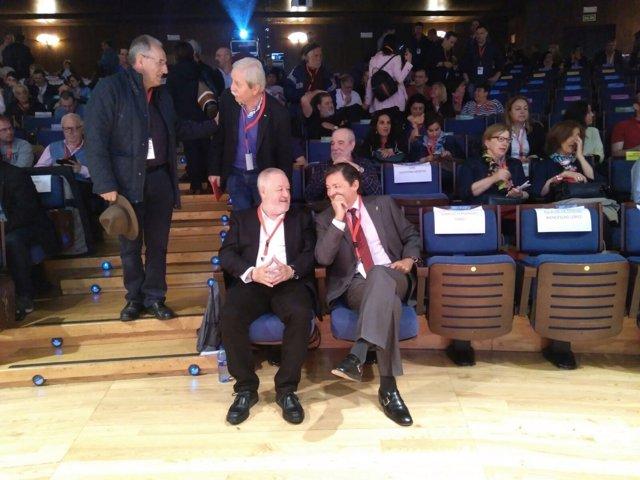 El presidente del Principado de Asturias, Javier Fernández junto a Antonio Pino