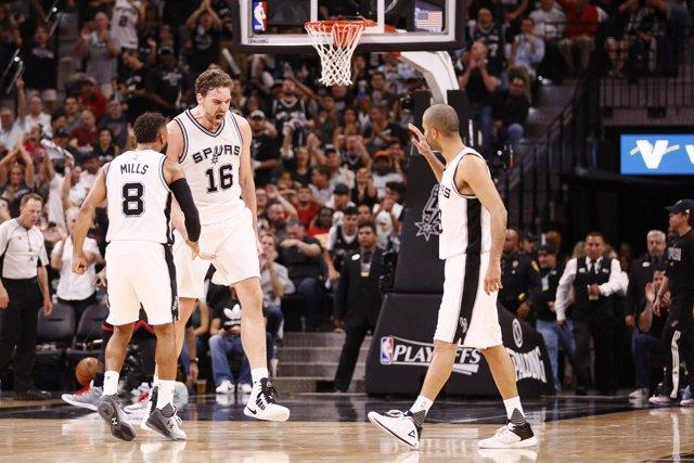 Pau Gasol celebra la victoria de San Antonio Spurs