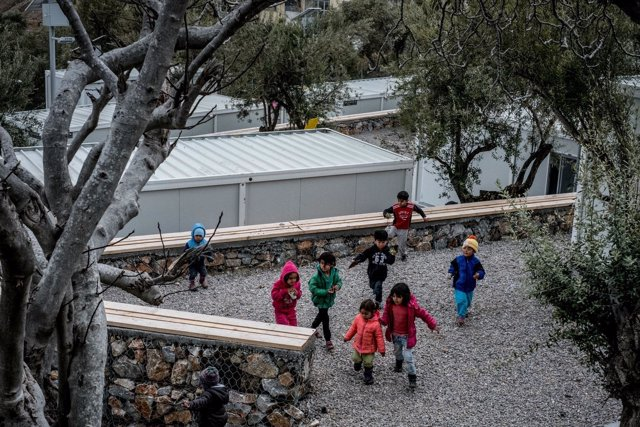 Niños refugiados en Kara Tepe, Lesbos