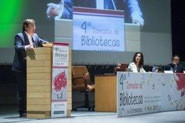 Fernández Vara vincula el futuro de la región con la labor desarrollada en las bibliotecas y las escuelas