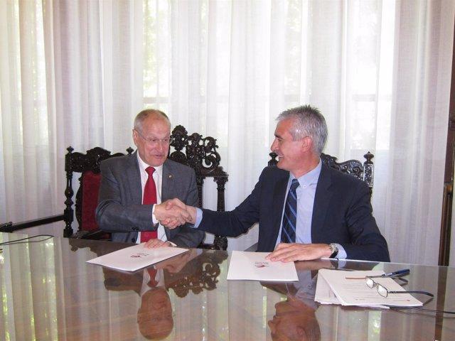 Barreña y Sánchez, tras firmar el acuerdo entre Cruz Roja e Ibercaja