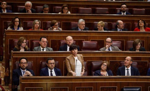 Isabel Rodríguez y diputados del PSOE