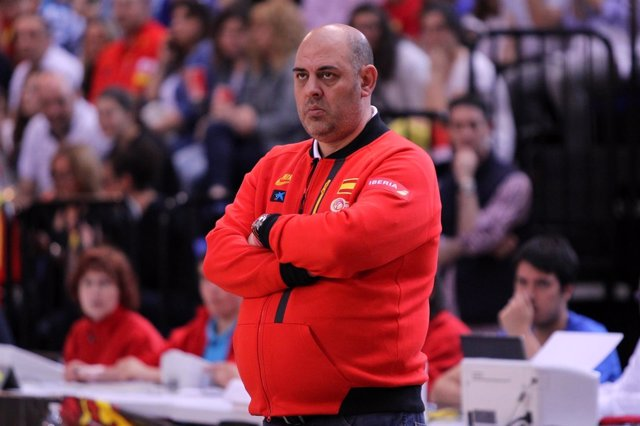 Lucas Mondelo, seleccionador nacional femenino de baloncesto