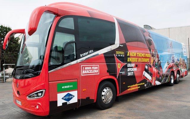 Autocar de Grupo Julià para las excursiones a PortAventura
