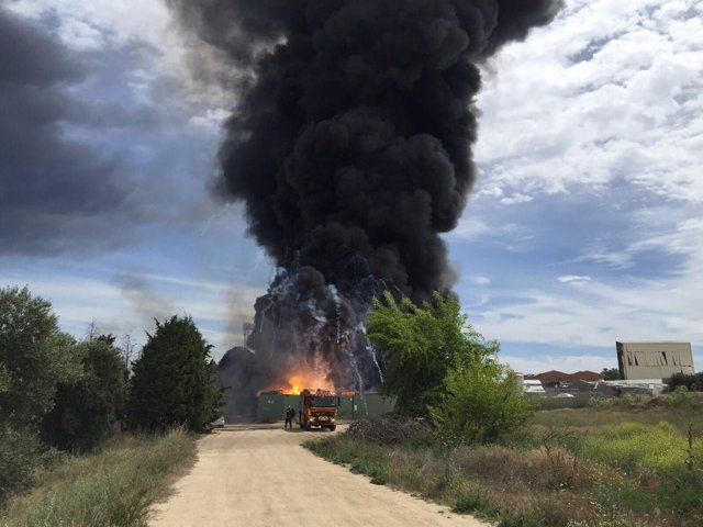 Columna de humo del incendio de Arganda