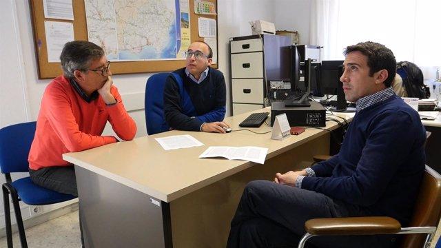 El diputado Óscar Liria en una visita a las instalaciones del telemando.