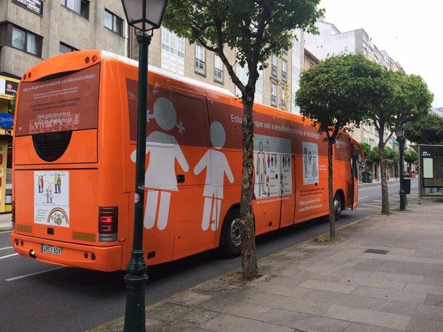 Autobús de Hazte Oír en Santiago