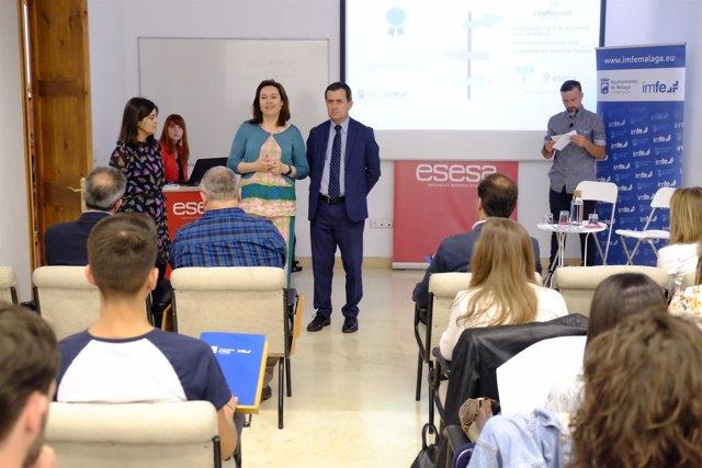 El Ayuntamiento De Málaga Informa: El Ayuntamiento Premia A 15 Jóvenes Con Un Pl
