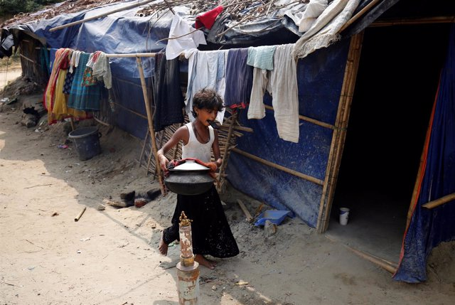 Niña refugiada rohingya en Bangladesh