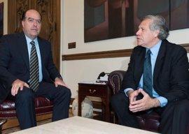El presidente del Parlamento venezolano se reúne con Almagro para frenar el proceso de salida de la OEA