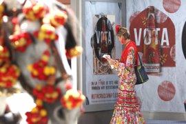 Cruzcampo anima a participar en su referendum en las calles de Sevilla durante la Feria de Abril